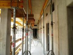 1. OG Bürotrakt - Deckenelemente sind aufgelegt