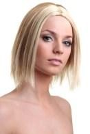En blond Victoria Beckham