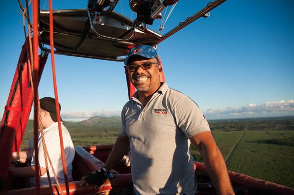 Técnico de IDAC vuela globos aerostáticos entre aeropuertos Bávaro y Punta Cana