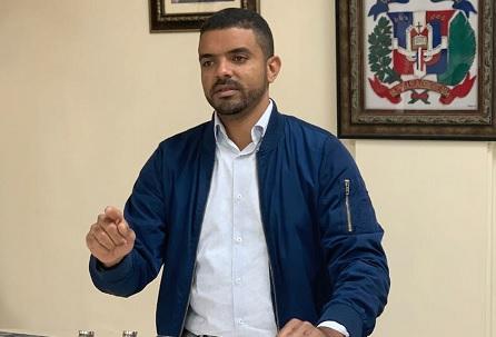Muestran apoyo a la exposición en honor a Ney Díaz en Punta Cana