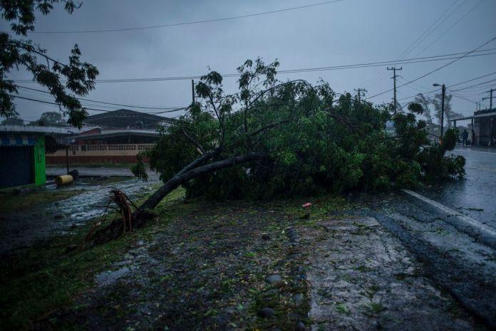 Grace deja al menos 8 muertos tras entrar a México como huracán antes de debilitarse