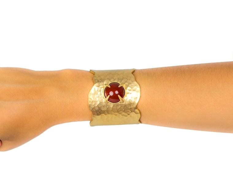 alexia-cuff-red-arm