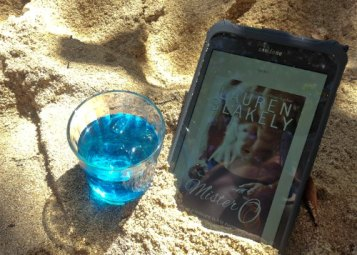 7 Steamy Beach Reads That Will Melt Your Panties