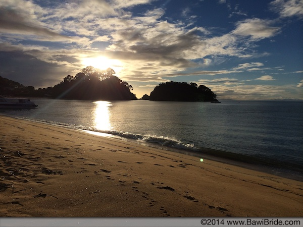 Sunset over the golden beaches of Abel Tasman National Park in Nelson