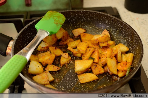Cooking Potatoes for Bheeda Papeto