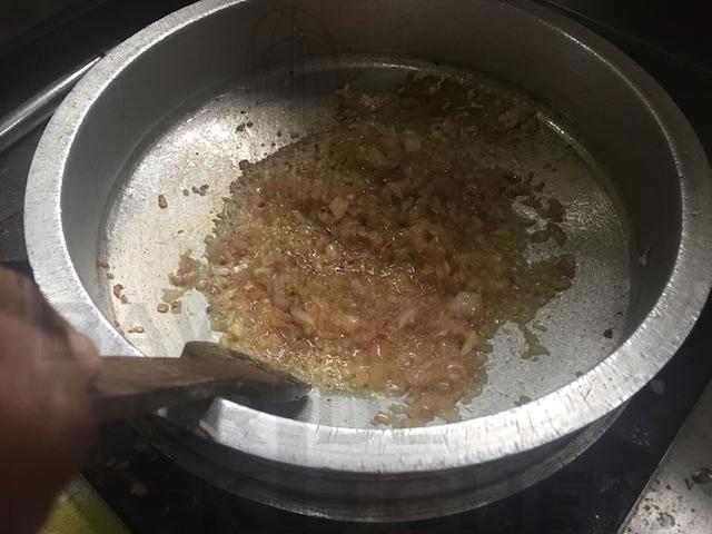 Brown onions for Kid Gosht