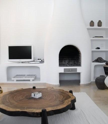 Modernes Wohnzimmer mit Kamin/Ofen