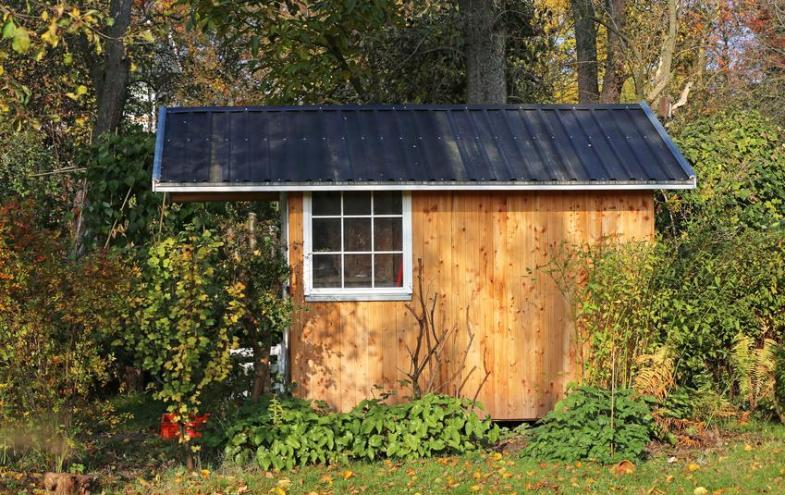 Gartenhaus mit Blechdach
