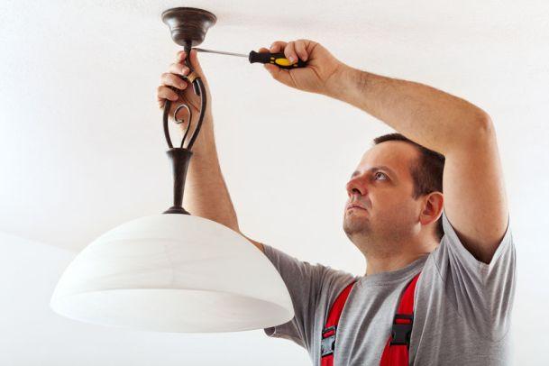 Lampe Sicher Selbst Montieren Bauen Und Wohnen In Der Schweiz