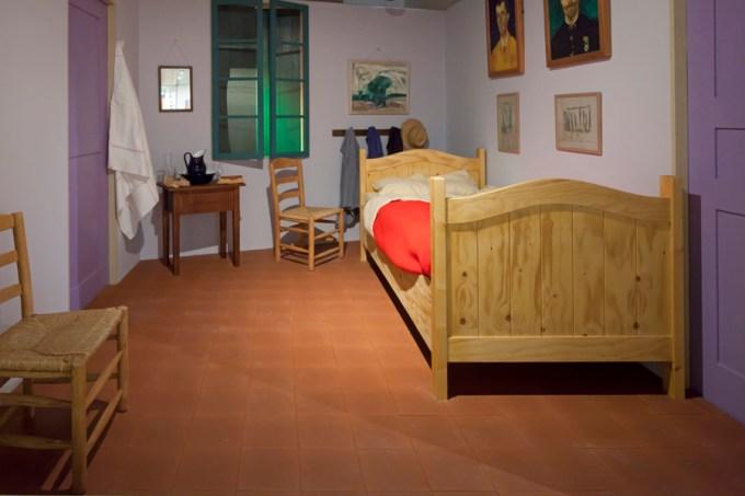 The Bedroom resmindeki odanın canlandırması
