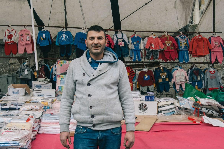 Fatih Çarşamba Pazarı, 15 yıldır bebek kıyafetleri satan Ramazan Bey