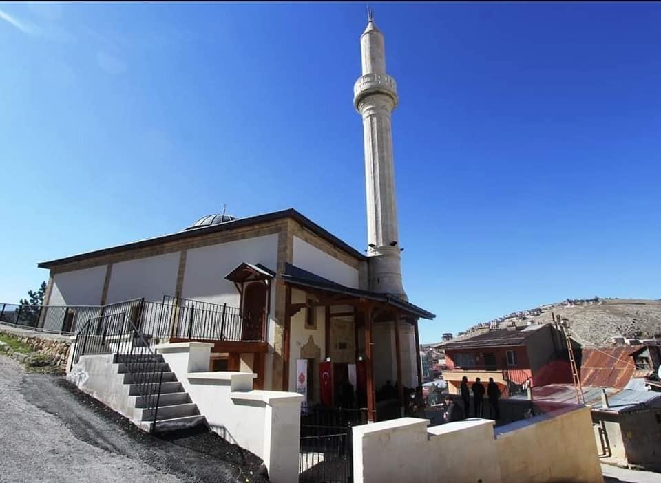 Restorasyonu tamamlanan tarihi Veysel Efendi Camii ibadete açıldı