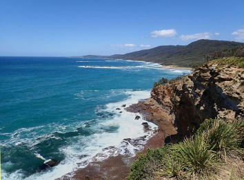 Rugged coast between Pretty Beach and Kioloa.