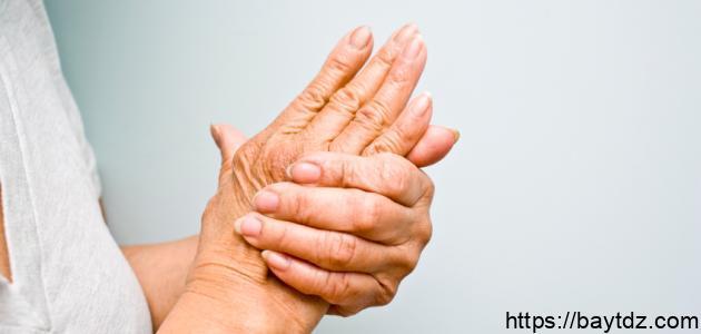 أسباب تنميل أصابع اليد اليسرى