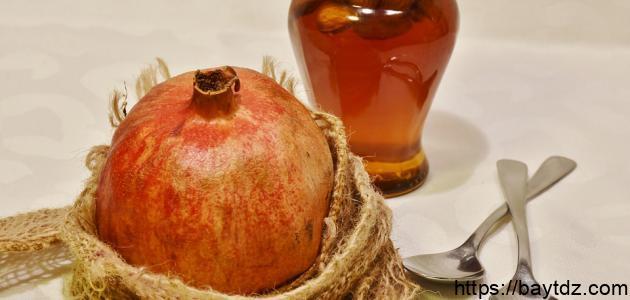 فوائد قشر الرمان مع العسل على الريق