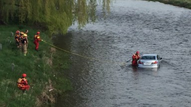 Morning brings car in Credit River
