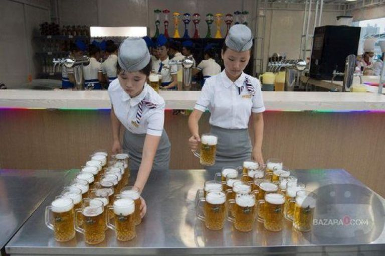 BeerFest_North_Korea_Bazara0(8)