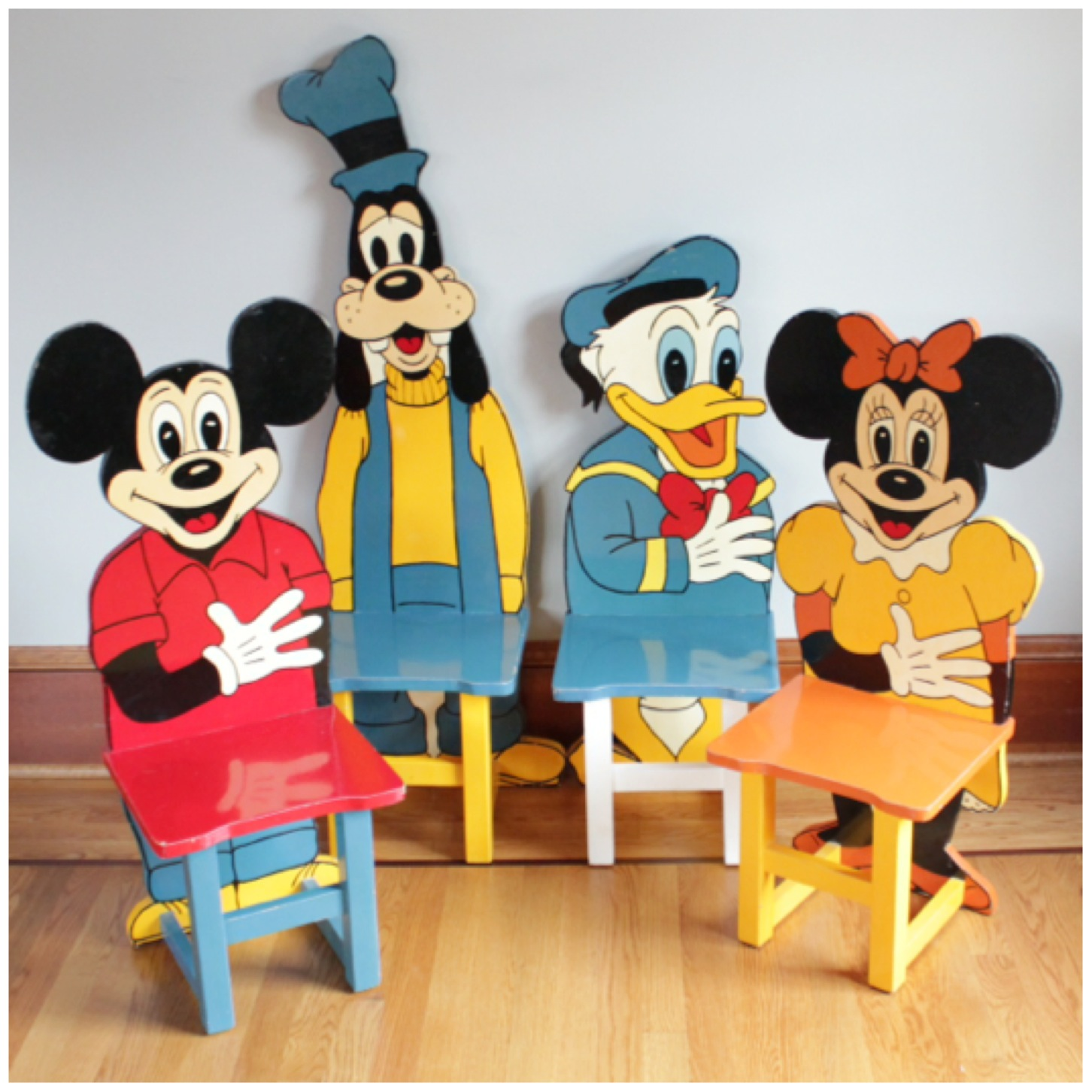 F3136 Set Of 4 Mickey Mouse Child Chairs Bogart