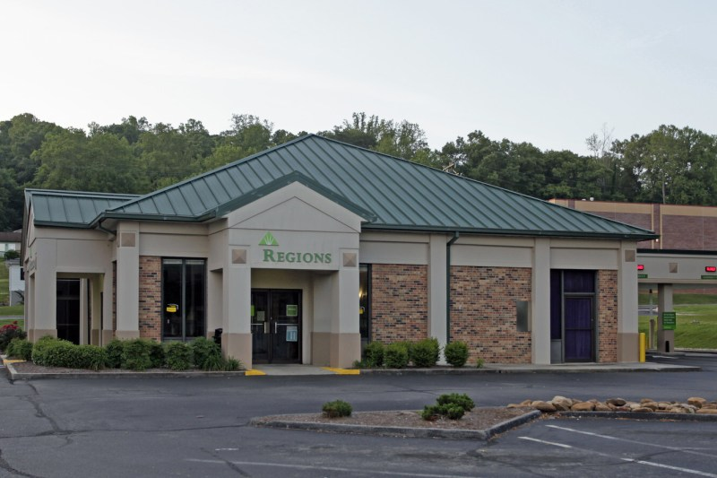 Roane County Commission tables vote on Regions Bank Building