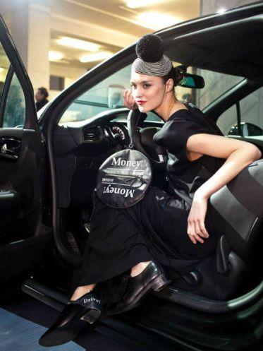 Следуя модным тенденциям, компания Citroen Russia выступила официальным партнером проекта «Дефиле на Неве» (7 – 10 октября), который является ведущим fashion-событием на Северо-Западе России и ориентирован на популяризацию отечественной моды как в России, так и за рубежом. Официальным автомобилем проекта является антиретро — автомобиль CITROЁN DS3.