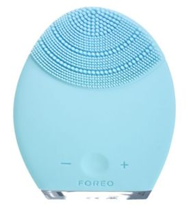 Foreo Luna anti aging skincare cleansing brush