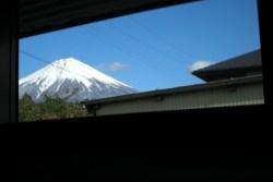 窓枠から見える富士山(2010年12月8日)