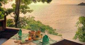 No restaurante Tree Pod, que fica na copa de uma árvore do Soneva Kiri, a experiência gourmet começa ao comer com os olhos