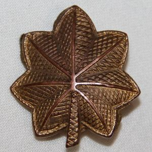 H009. WWII PIN BACK MAJOR'S UNIFORM INSIGNIA