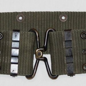 T003. VIETNAM VERTICAL WEAVE OD WEB PISTOL BELT, SIZE MEDIUM