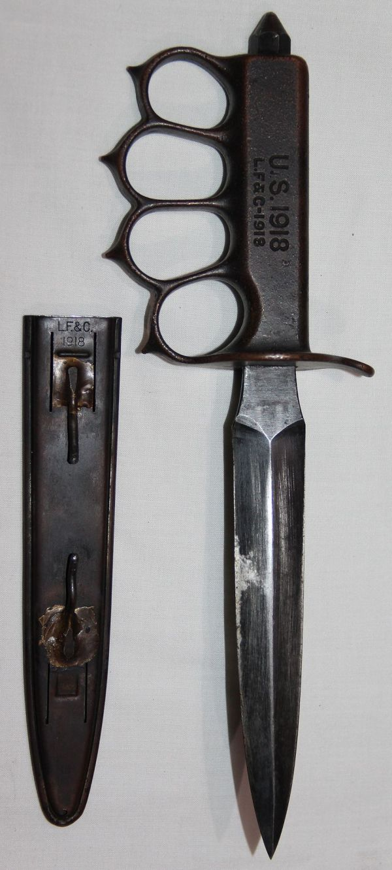 B214. WWI 1918 MKI KNUCKLE TRENCH KNIFE WITH SCABBARD