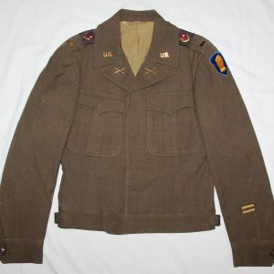 S009. KOREAN WAR 46TH DIVISION 119TH FIELD ARTILLERY OFFICERS IKE JACKET