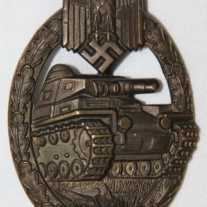 Q022. WWII GERMAN PANZER ASSAULT BADGE IN BRONZE