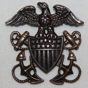 H035. EARLY WWII U.S. NAVY OFFICERS STERLING GARRISON CAP BADGE