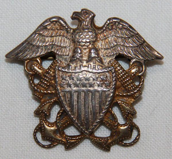 H036. WWII U.S. NAVY OFFICERS GARRISON CAP BADGE BY NANCO