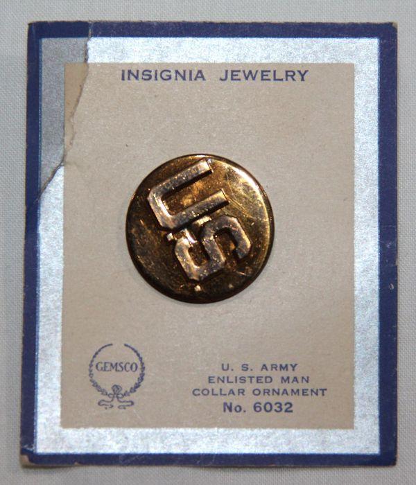 H037. UNISSUED WWII SCREW BACK U.S. COLLAR DISK, NEW ON GEMSCO CARD