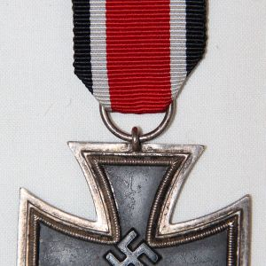 Q024. NICE WWII 2ND CLASS IRON CROSS WITH RIBBON