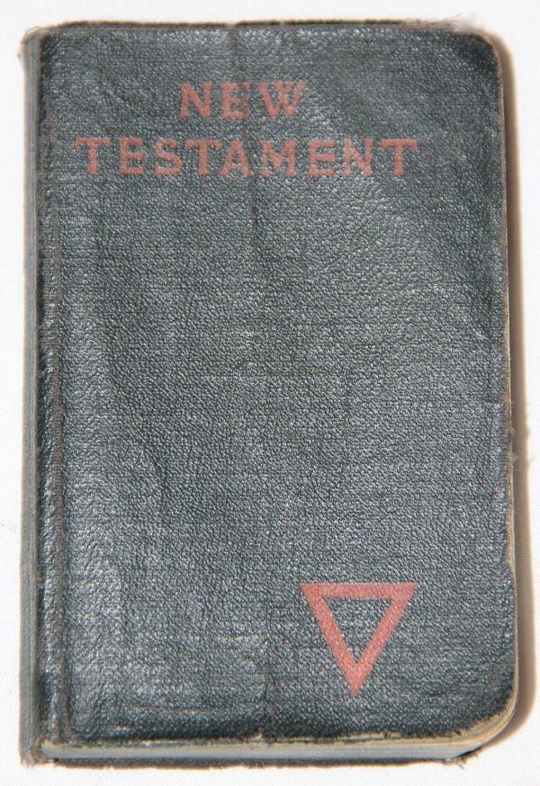 B060. NAMED WWI 1918 YMCA NEW TESTAMENT POCKET BIBLE