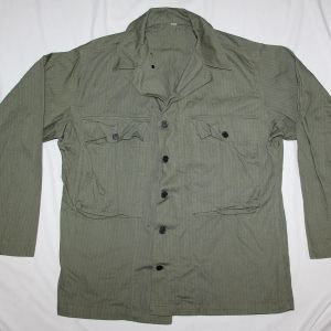D025. NICE WWII HBT COMBAT FIELD JACKET WITH 13 STAR BUTTONS
