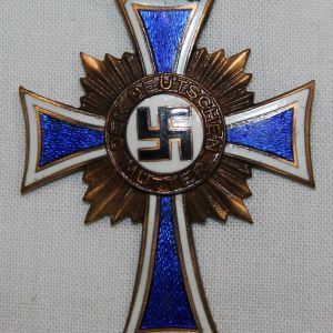 Q025. WWII GERMAN MOTHERS CROSS IN BRONZE WITH RIBBON