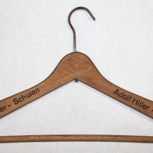 M020. RARE WWII GERMAN ADOLF HITLER SCHULEN COAT HANGER