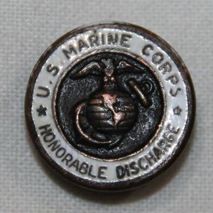 H040. WWII U.S. MARINE CORPS HONORABLE DISCHARGE LAPEL PIN