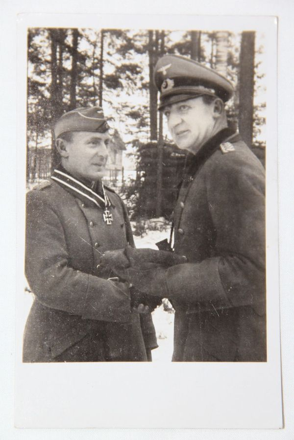 R025. WWII GERMAN KNIGHTS CROSS WINNER OBERST TROMM POSTCARD, GREIF DIVISION