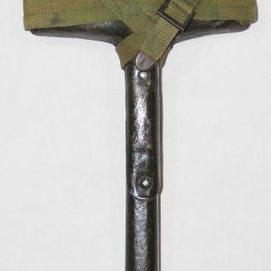 B079. WWI-WWII T-HANDLE SHOVEL WITH 1918 DATED SHOVEL COVER
