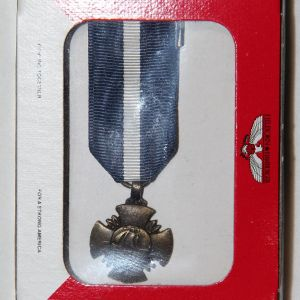 U012. MINIATURE NAVY CROSS MEDAL BY HILBORN-HAMBURGER