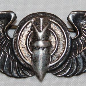 """H047. ULTRA RARE WWII NEW ZEALAND MADE AAF 3"""" BOMBARDIER WINGS"""