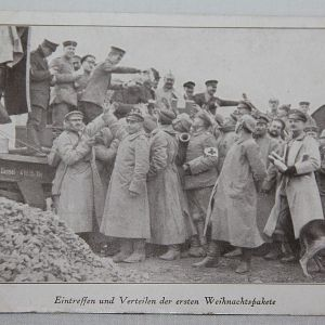 B119. WWI GERMAN POSTCARD SOLDIERS RECEIVING CHRISTMAS PACKAGES
