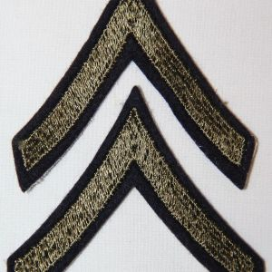 G086. WWII EMBROIDERED ON FELT PRIVATE FIRST CLASS CHEVRONS