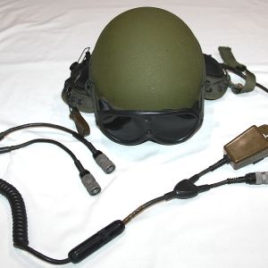 U019. NICE GENTEX MC-140E COMBAT VEHICLE CREWMAN HELMET WITH COMM GEAR