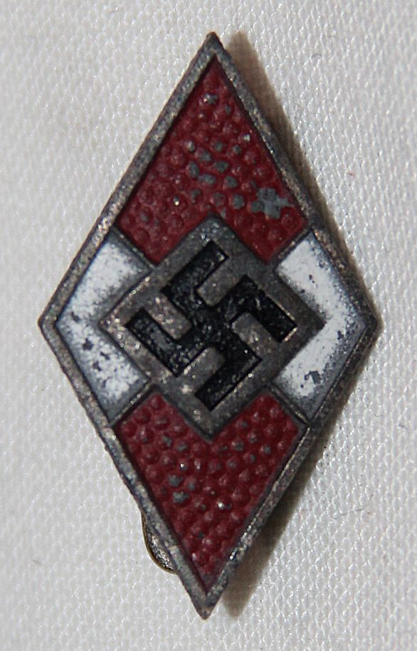 P057. WWII GERMAN HITLER YOUTH MEMBERSHIP PIN RZM M1/103