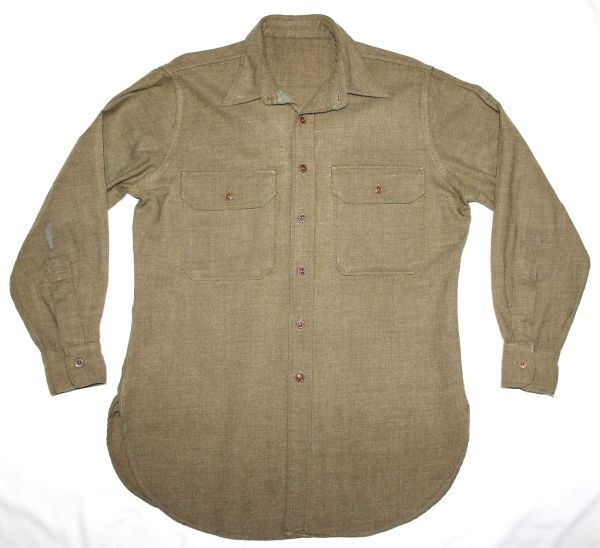D040. EARLY WWII MUSTARD COLOR WOOL COMBAT FIELD SHIRT